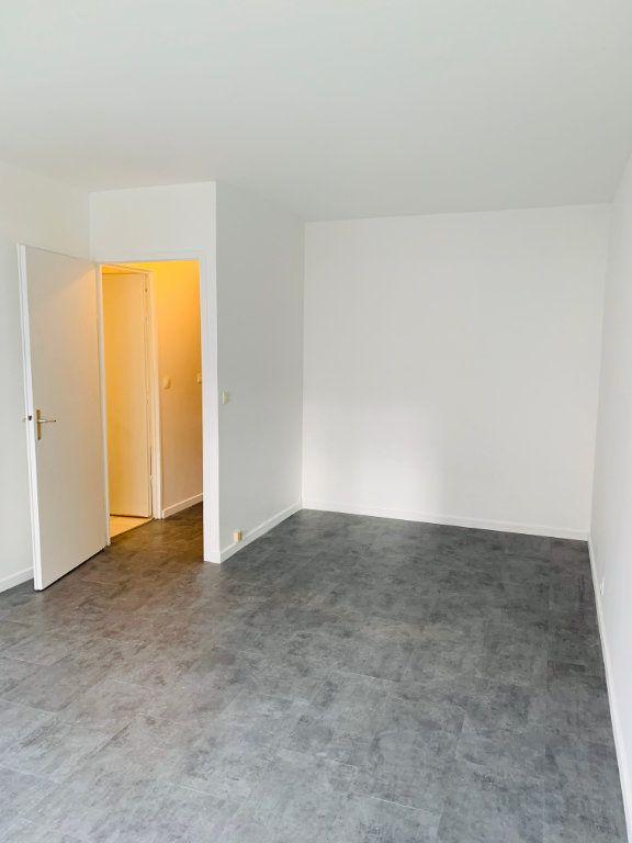 Appartement à louer 1 27m2 à Paris 20 vignette-3