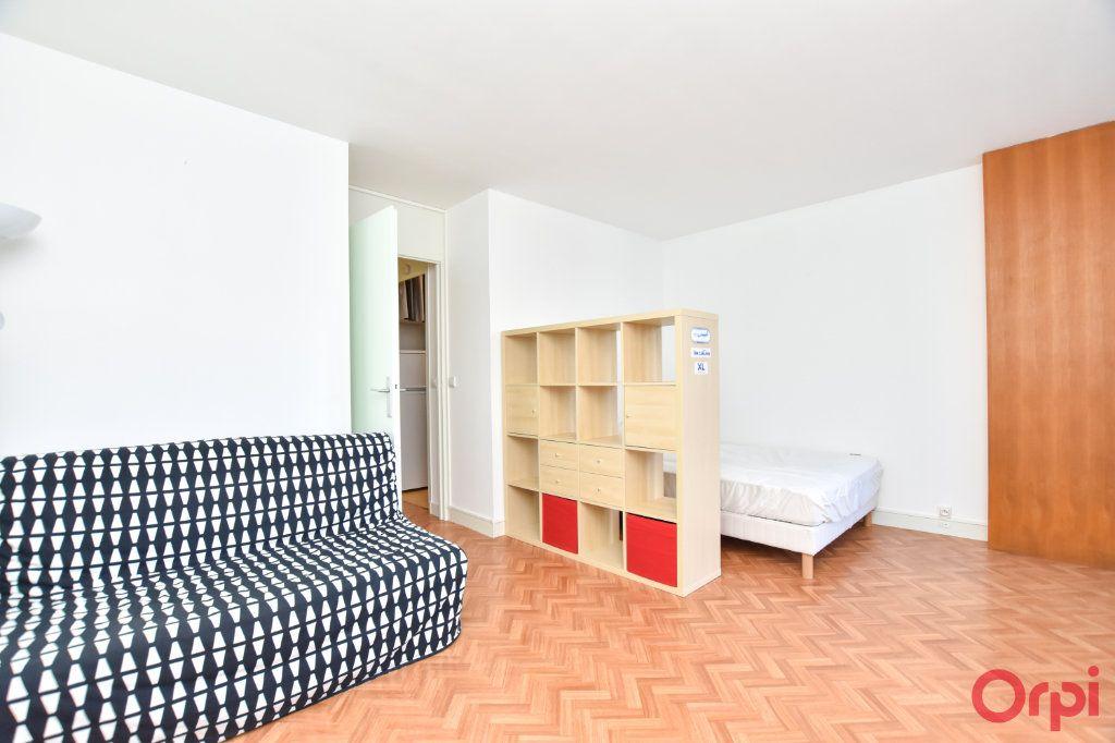 Appartement à louer 1 37.65m2 à Paris 15 vignette-1