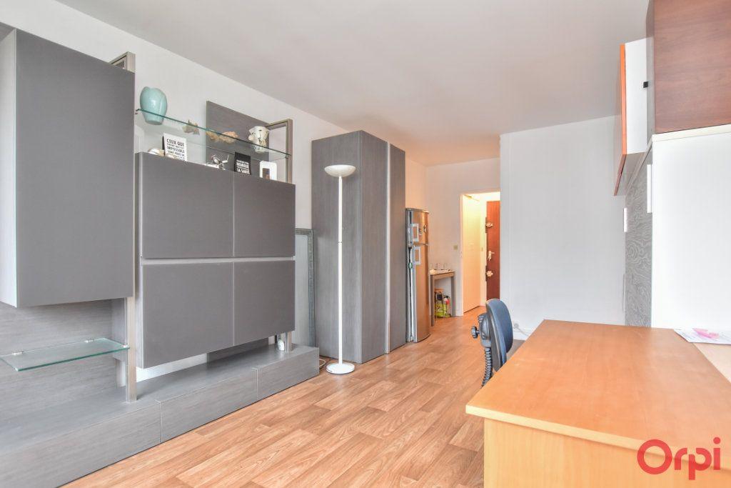 Appartement à louer 1 24.31m2 à Paris 15 vignette-1