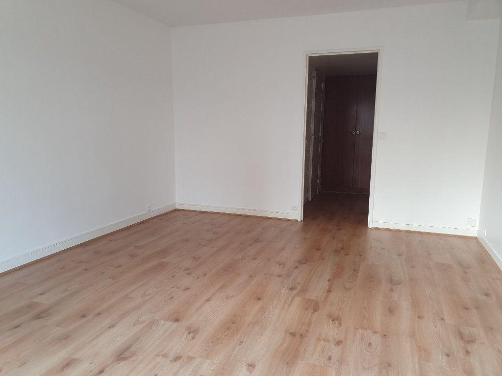 Appartement à louer 1 30.61m2 à Paris 15 vignette-9
