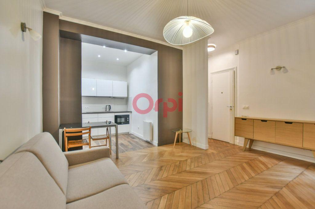 Appartement à vendre 2 42m2 à Paris 15 vignette-1