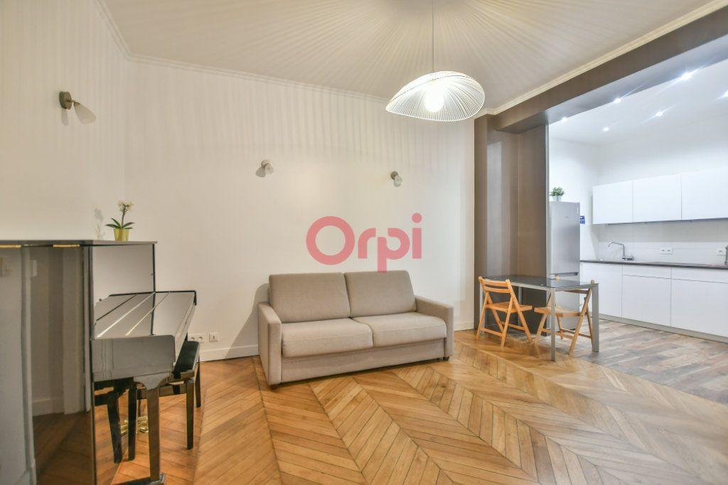 Appartement à vendre 2 42m2 à Paris 15 vignette-2