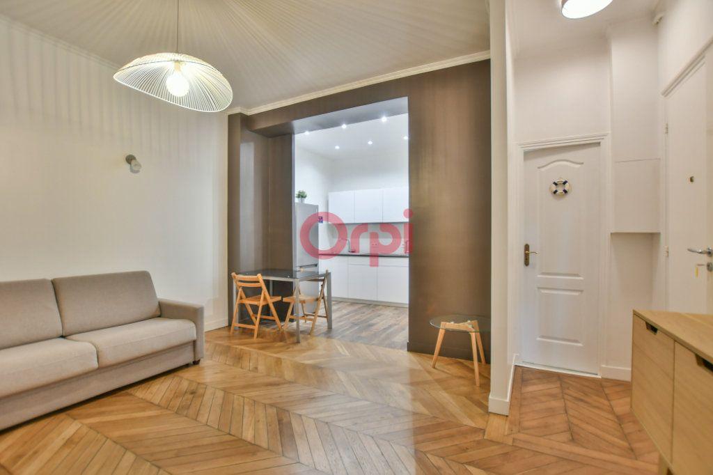 Appartement à vendre 2 42m2 à Paris 15 vignette-3