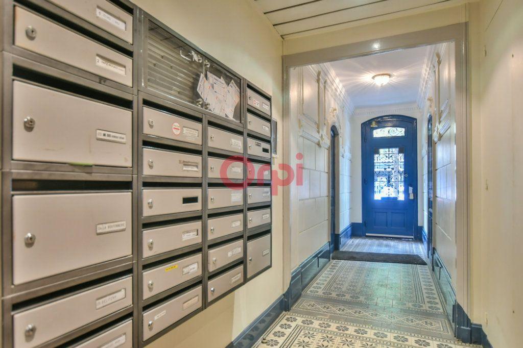Appartement à vendre 2 42m2 à Paris 15 vignette-11