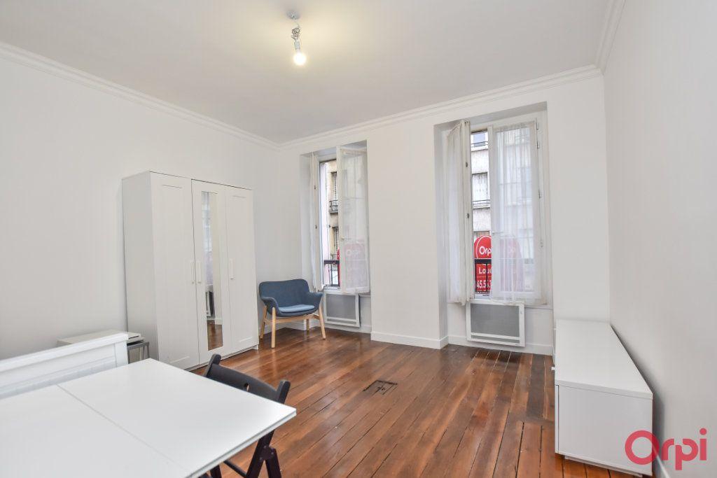 Appartement à louer 1 27m2 à Paris 15 vignette-1
