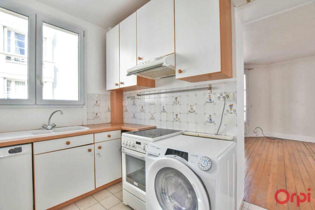 Appartement à louer 3 68m2 à Paris 15 vignette-3