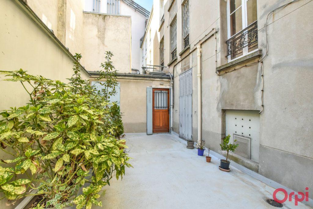 Appartement à louer 3 68m2 à Paris 15 vignette-8