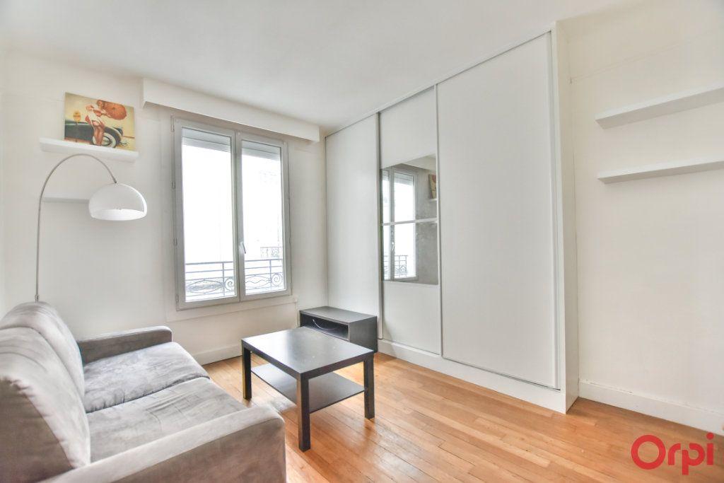 Appartement à louer 1 24m2 à Paris 17 vignette-1