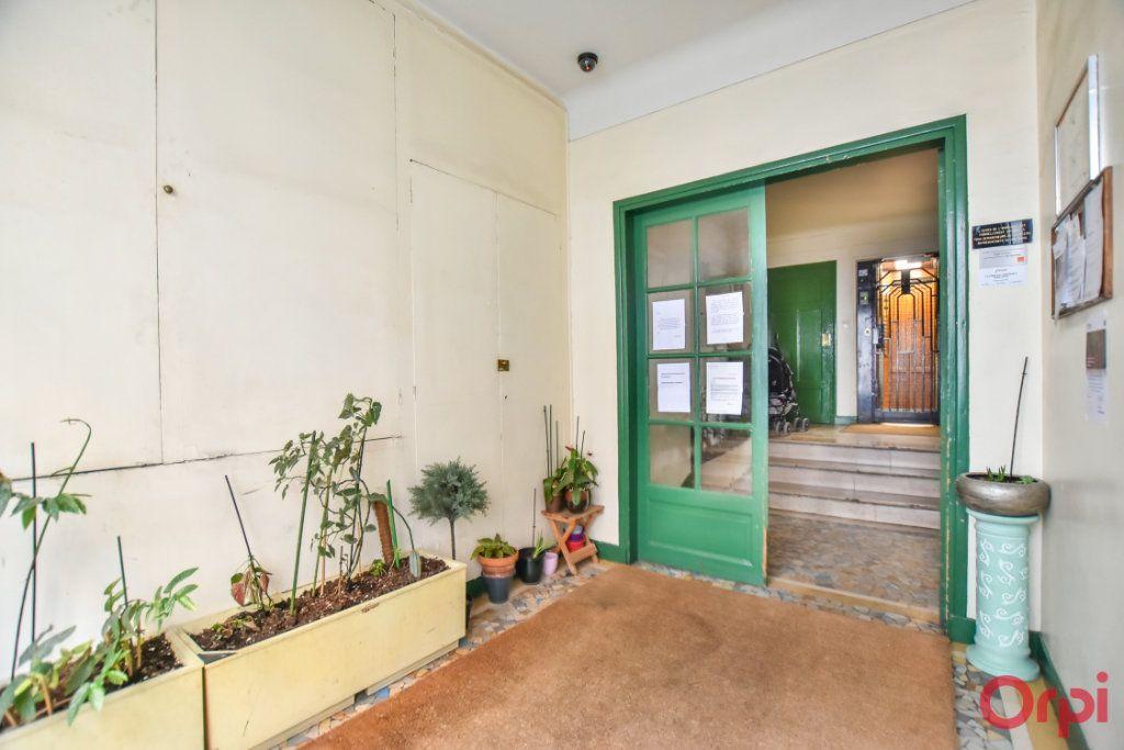 Appartement à louer 1 24m2 à Paris 17 vignette-8