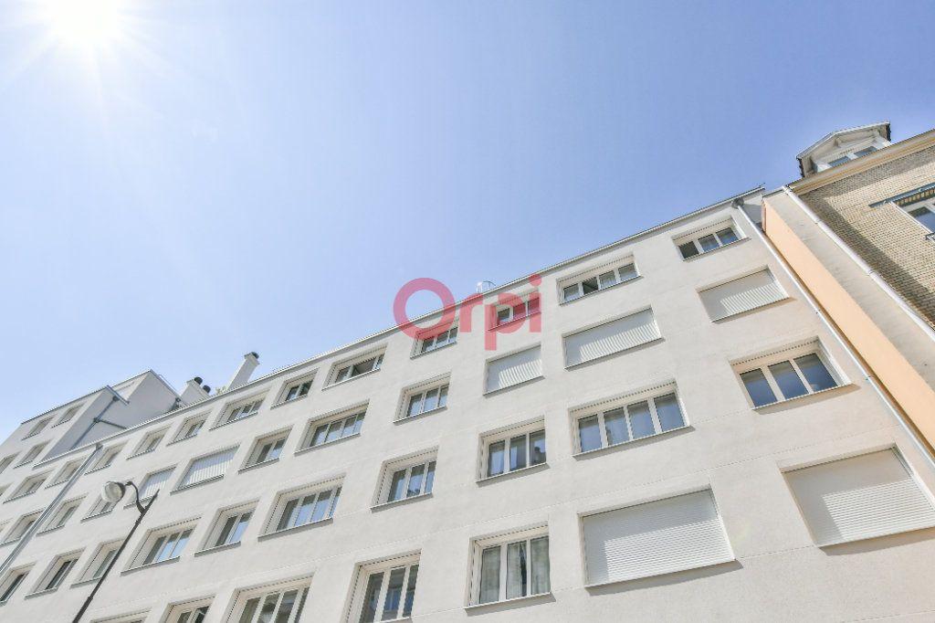 Appartement à vendre 4 69m2 à Paris 15 vignette-1