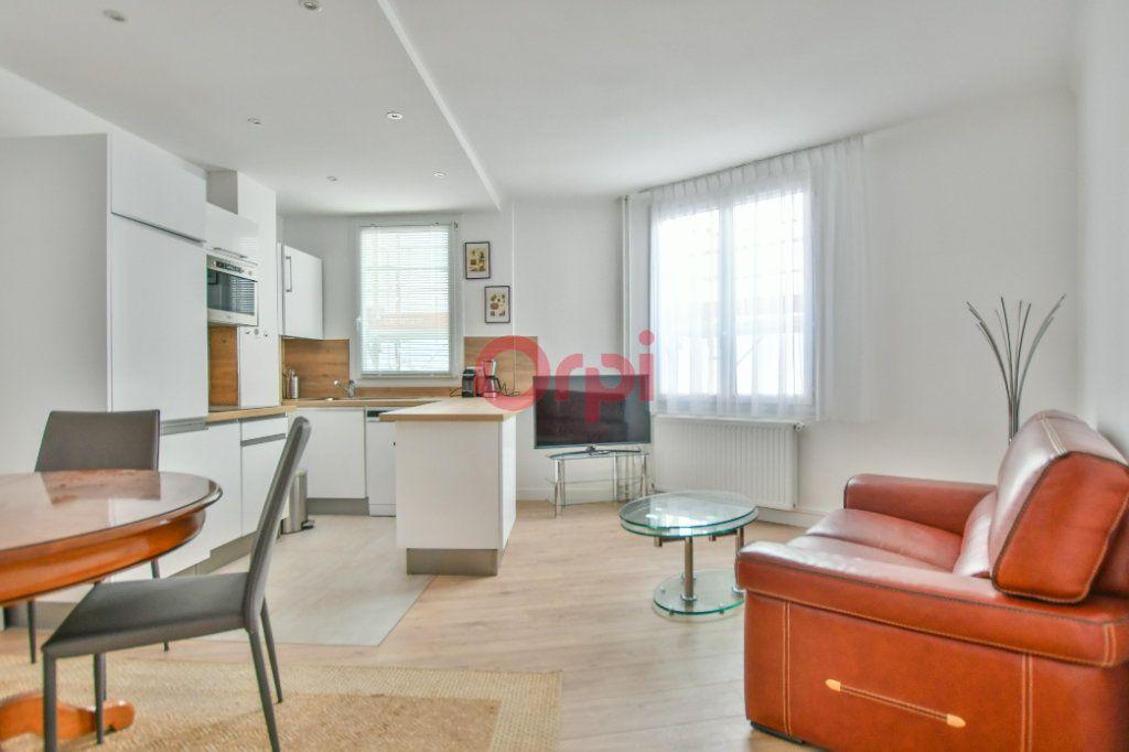 Appartement à vendre 3 67m2 à Paris 15 vignette-1