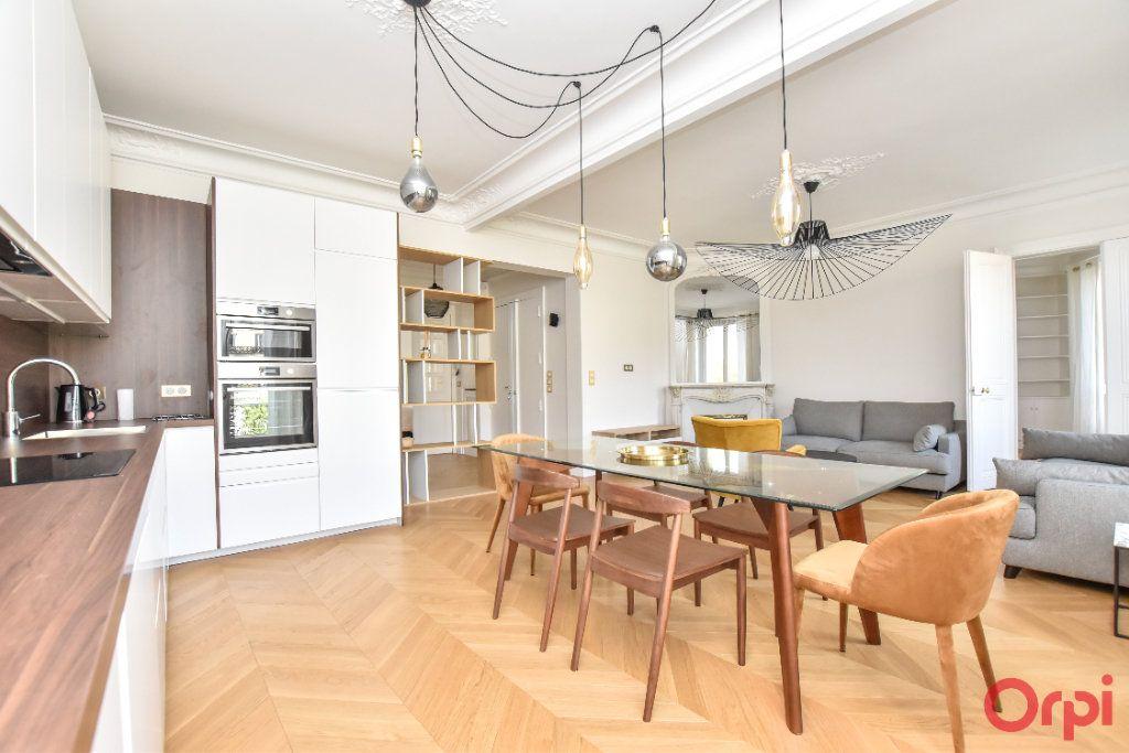 Appartement à louer 4 80m2 à Paris 8 vignette-9