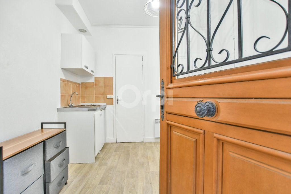 Appartement à louer 1 12m2 à Paris 15 vignette-1