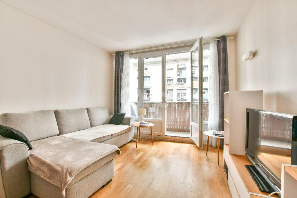 Appartement à louer 2 52m2 à Paris 15 vignette-1