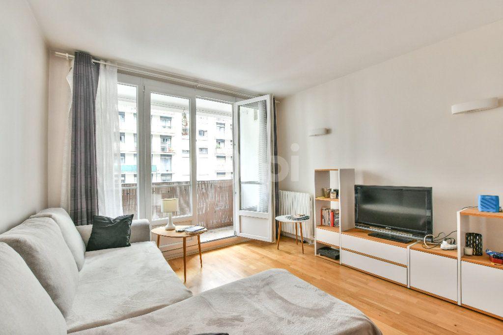 Appartement à louer 2 52m2 à Paris 15 vignette-4