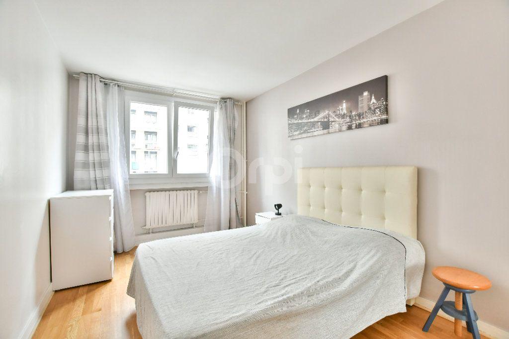 Appartement à louer 2 52m2 à Paris 15 vignette-7