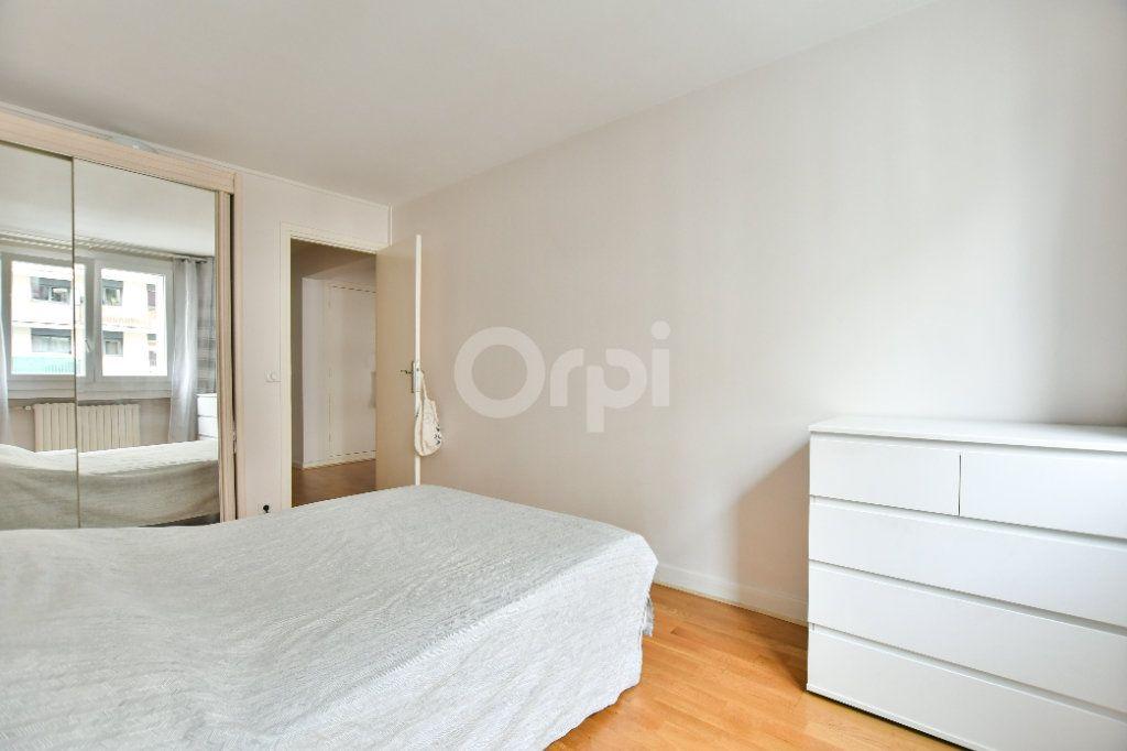 Appartement à louer 2 52m2 à Paris 15 vignette-9