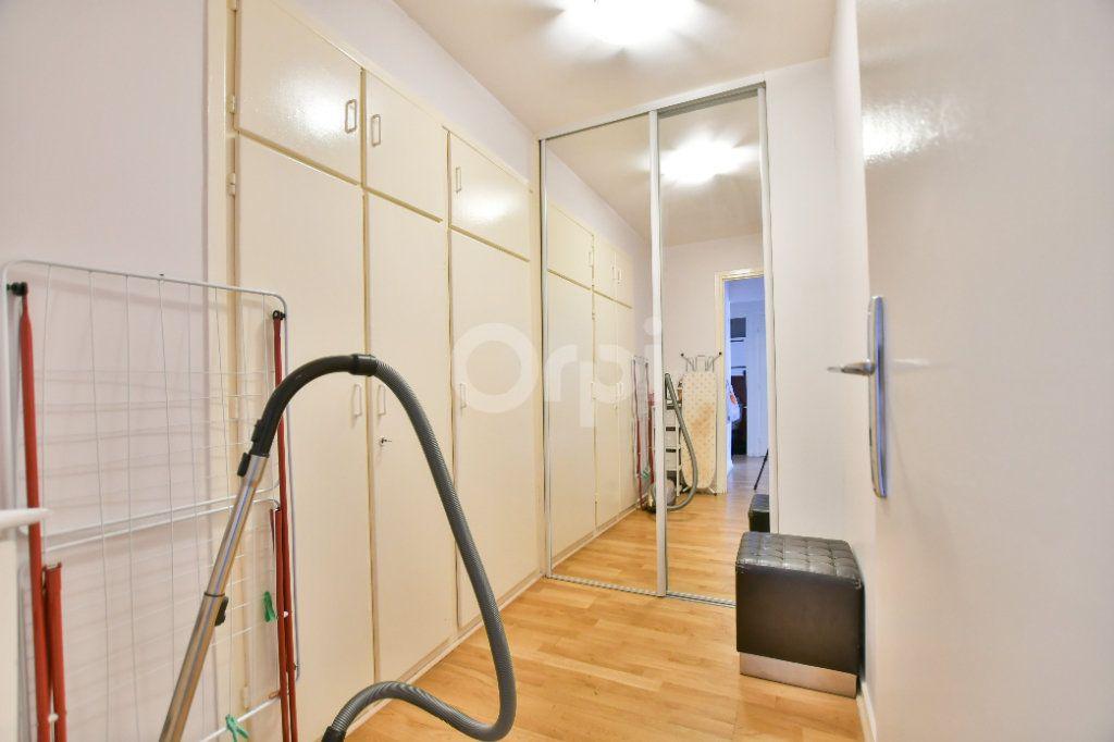 Appartement à louer 2 52m2 à Paris 15 vignette-11