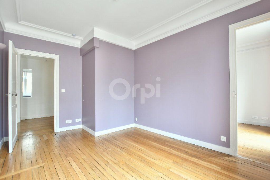 Appartement à louer 5 150m2 à Paris 15 vignette-9