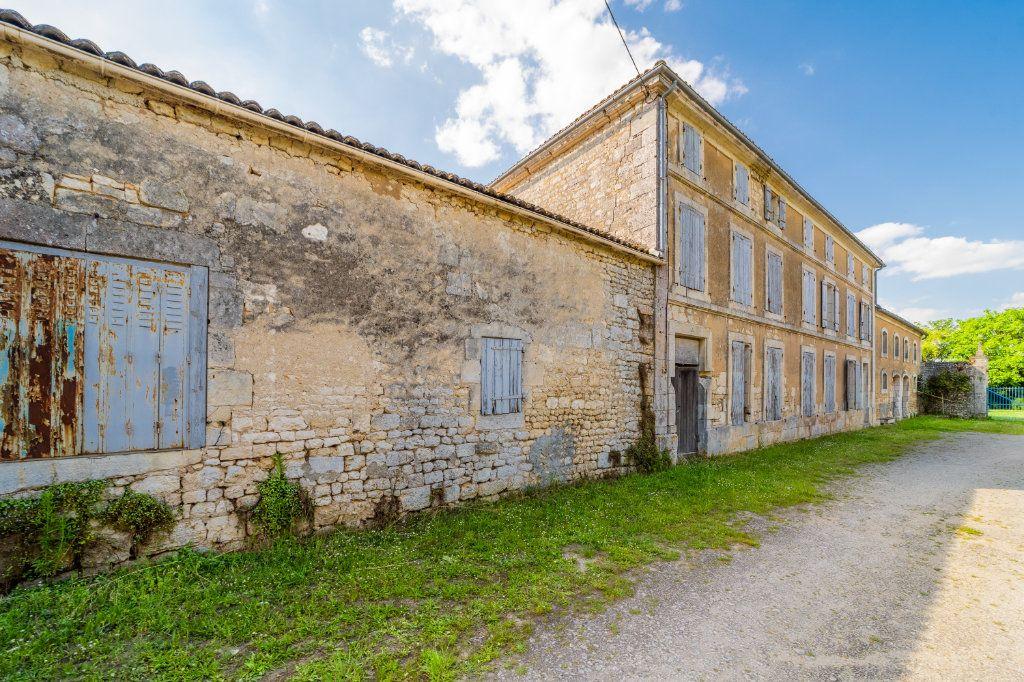 Maison à vendre 15 600m2 à Sainte-Gemme vignette-1