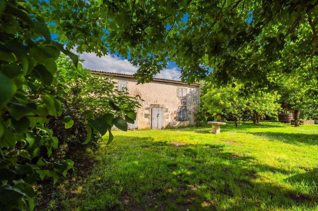 Maison à vendre 15 600m2 à Sainte-Gemme vignette-6