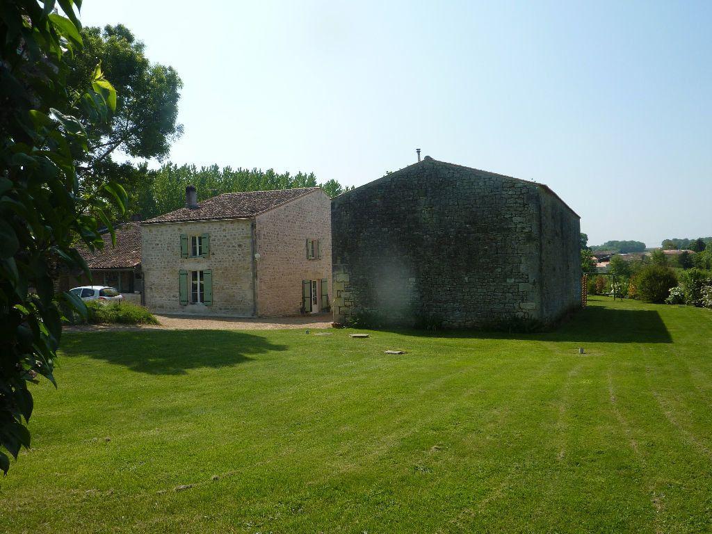 Maison à vendre 9 290m2 à Saint-Savinien vignette-1