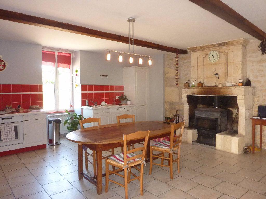 Maison à vendre 9 290m2 à Saint-Savinien vignette-4