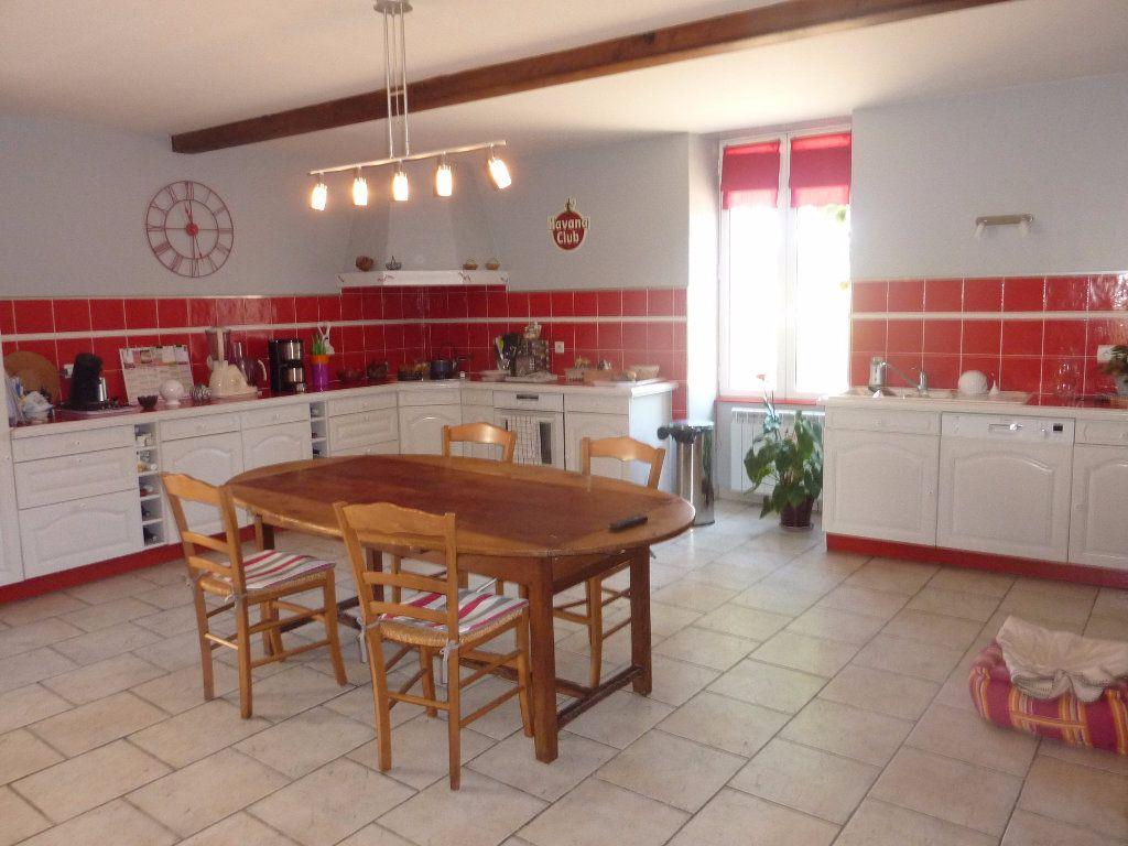 Maison à vendre 9 290m2 à Saint-Savinien vignette-6