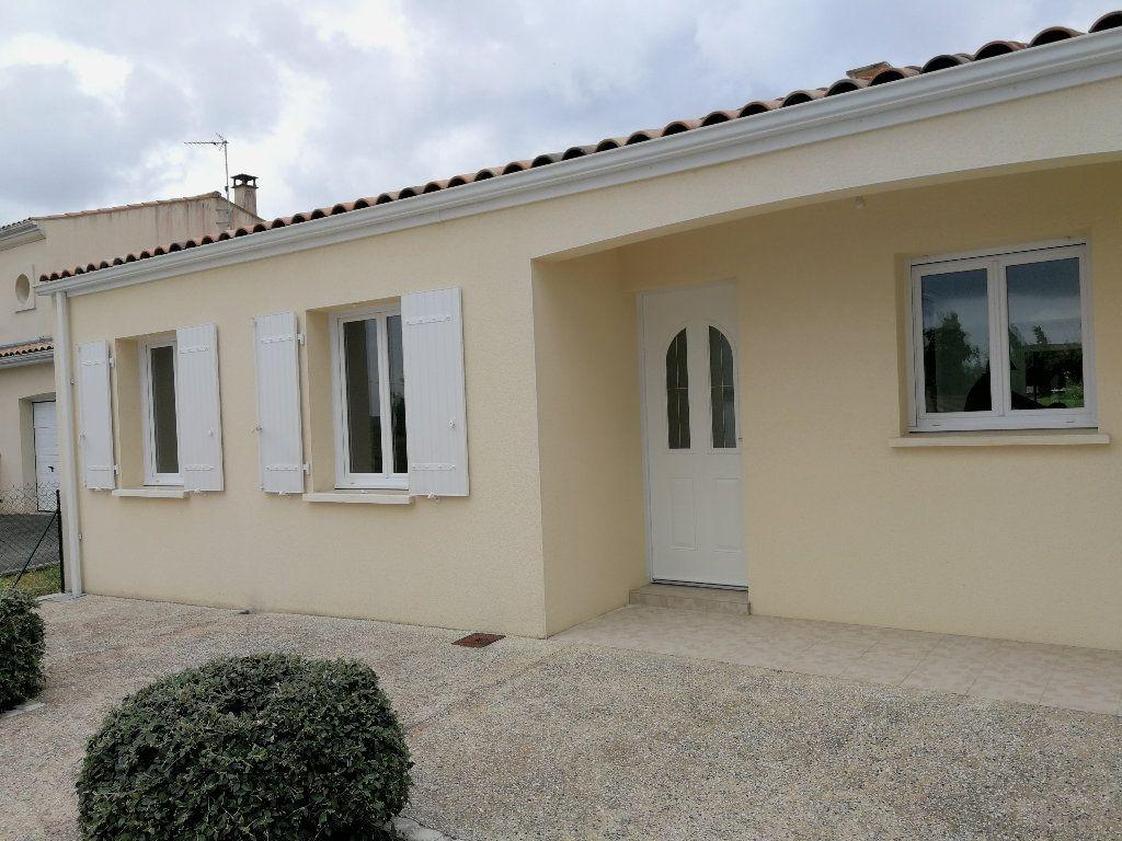 Maison à louer 4 100m2 à Saintes vignette-1