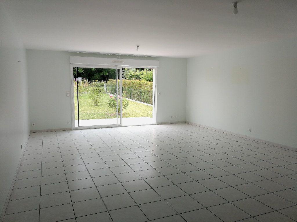 Maison à louer 4 100m2 à Saintes vignette-2