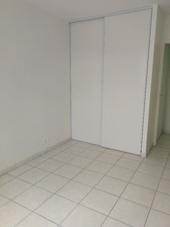 Maison à louer 4 100m2 à Saintes vignette-4