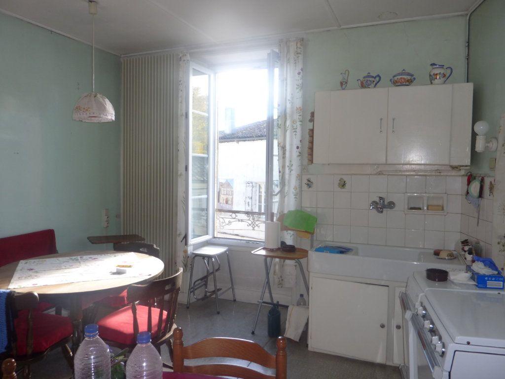 Maison à vendre 5 123m2 à Saint-Savinien vignette-4