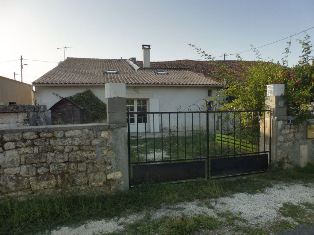 Maison à vendre 5 176m2 à Saint-Savinien vignette-1