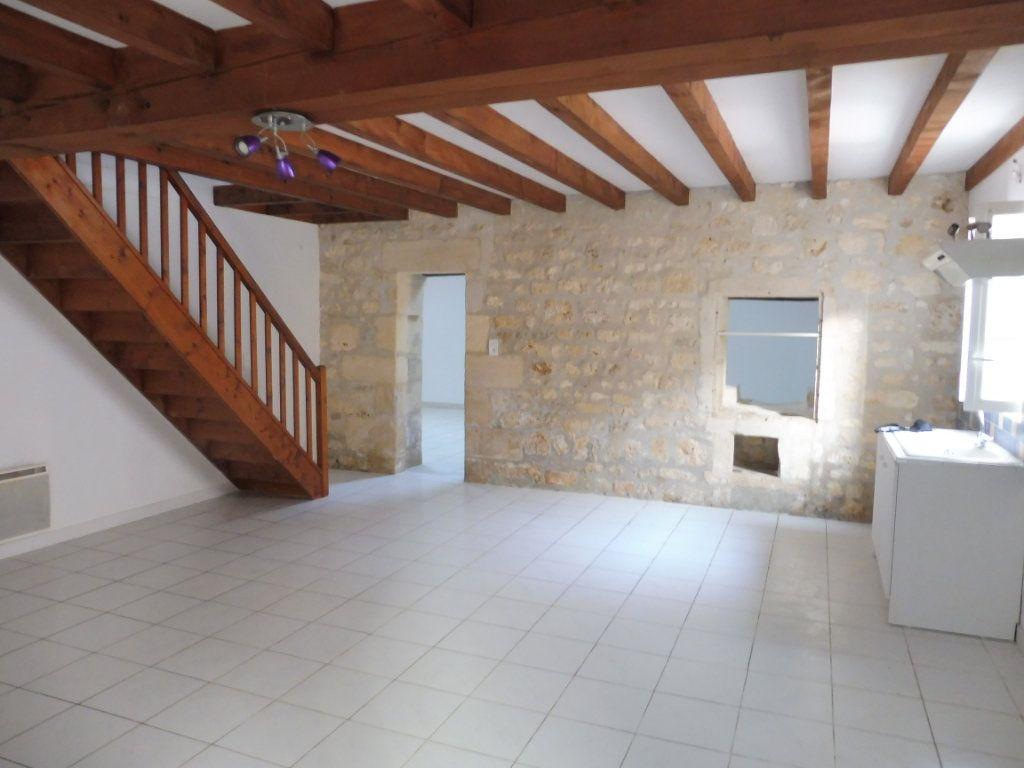 Maison à vendre 5 176m2 à Saint-Savinien vignette-2