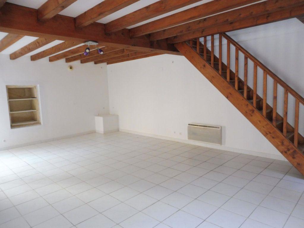 Maison à vendre 5 176m2 à Saint-Savinien vignette-3