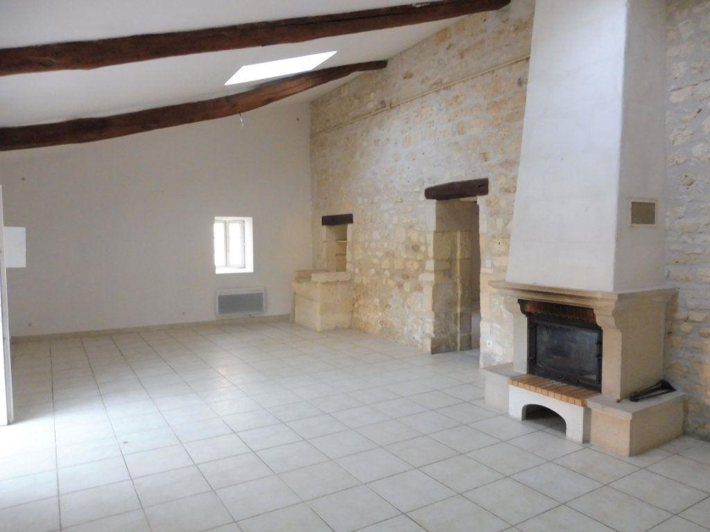 Maison à vendre 5 176m2 à Saint-Savinien vignette-4