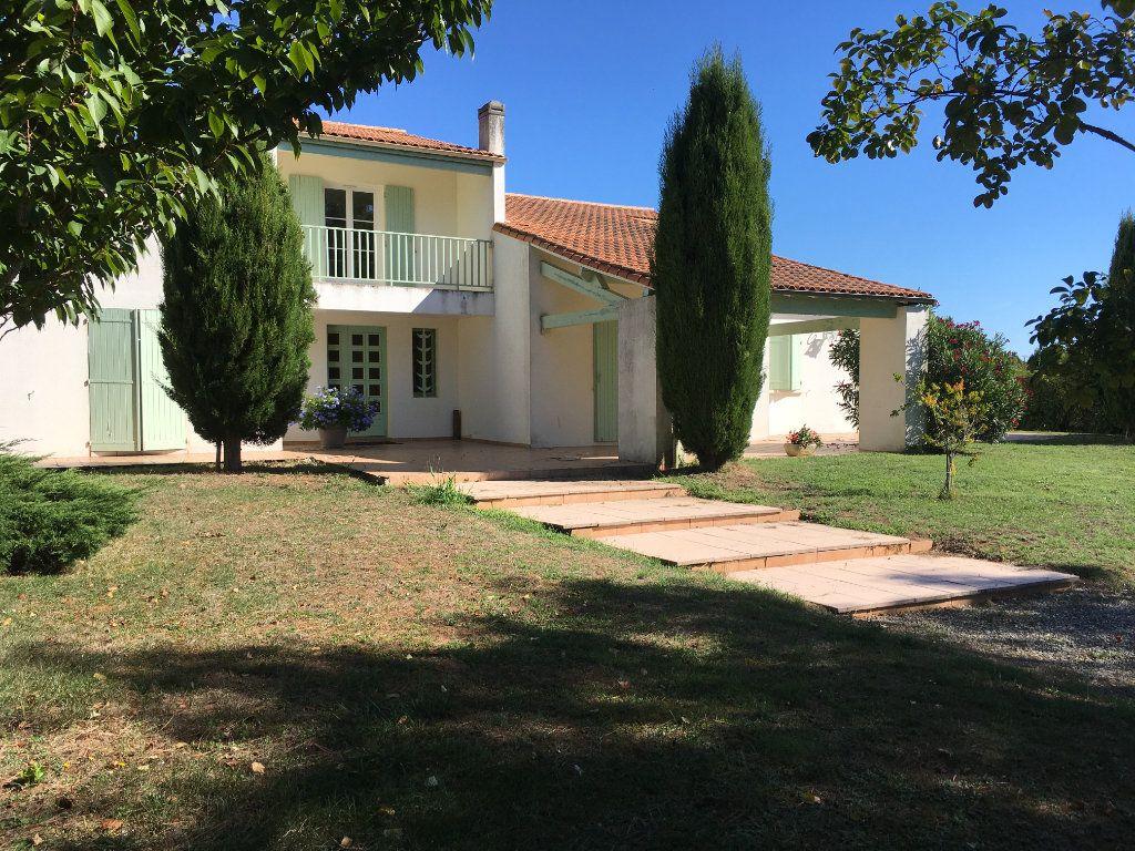 Maison à vendre 8 230m2 à Saint-Vaize vignette-1