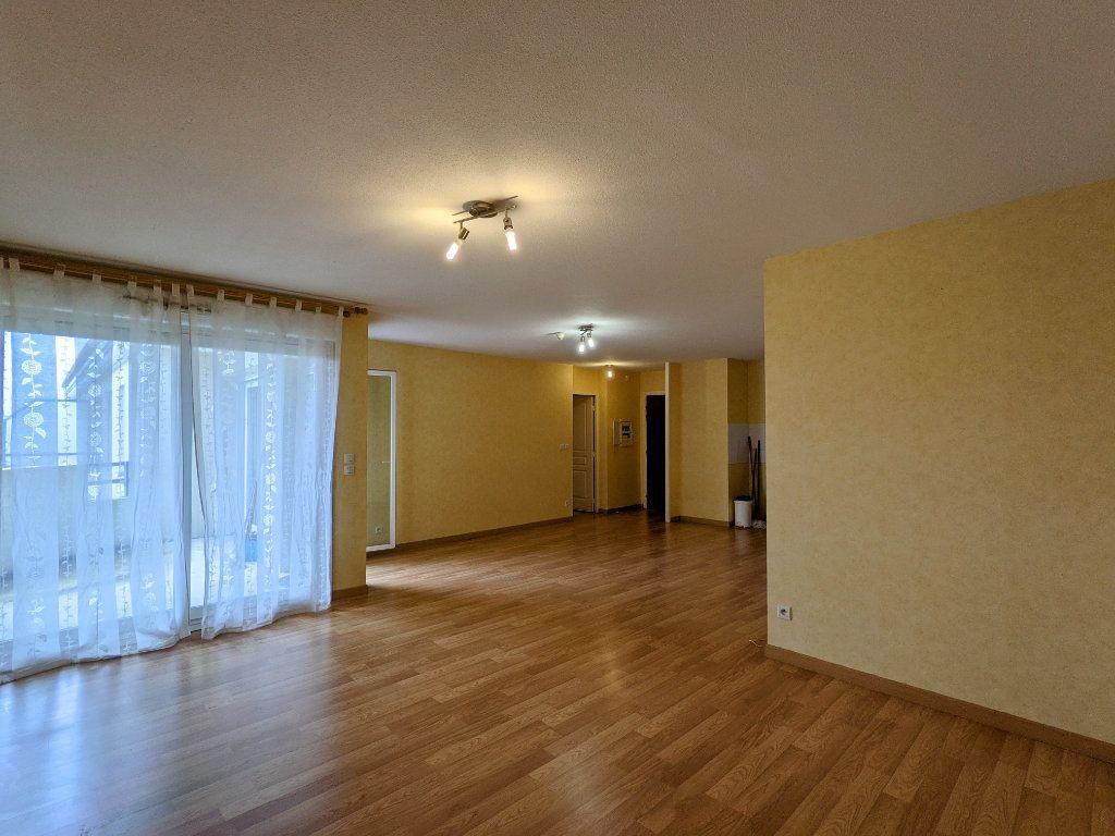 Appartement à vendre 3 74m2 à Châteaubernard vignette-3
