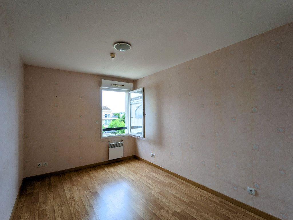 Appartement à vendre 3 74m2 à Châteaubernard vignette-6