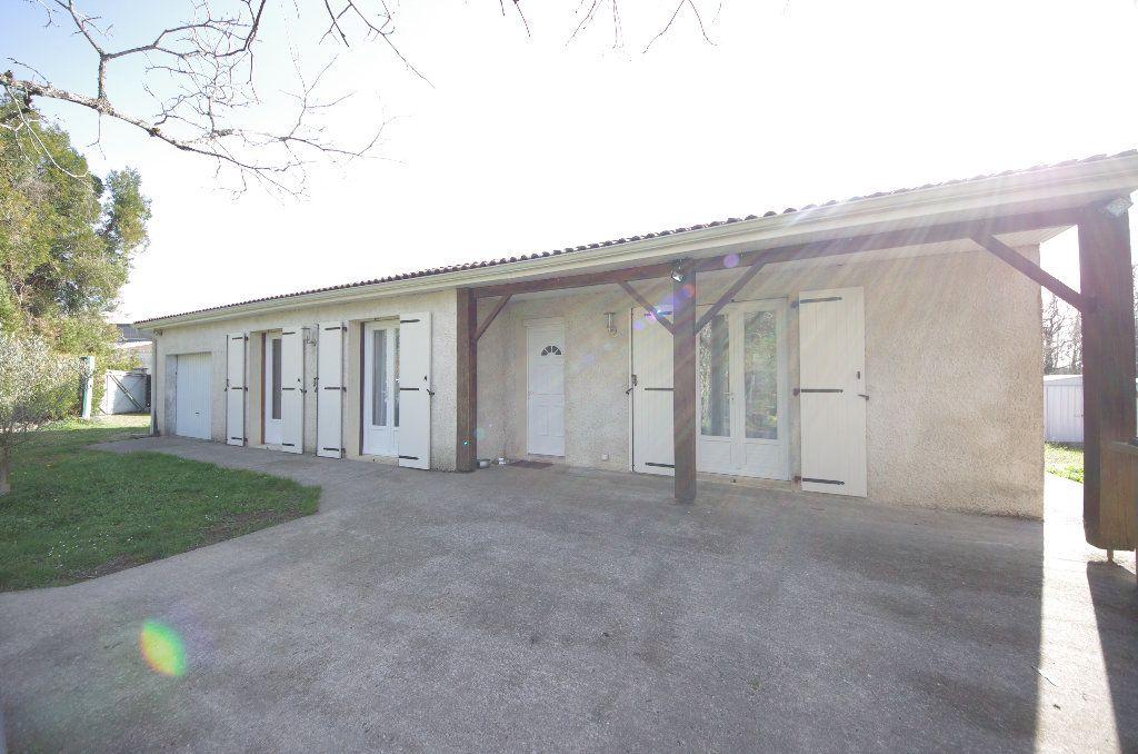 Maison à vendre 5 105m2 à Louzac-Saint-André vignette-1