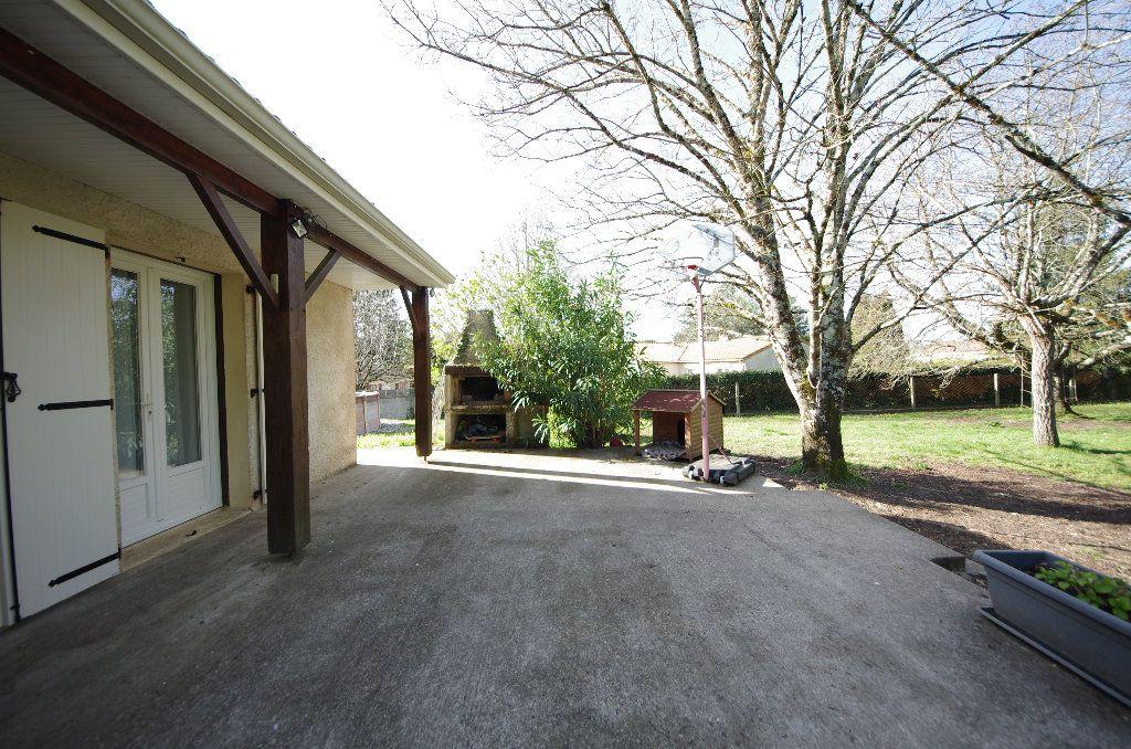 Maison à vendre 5 105m2 à Louzac-Saint-André vignette-2