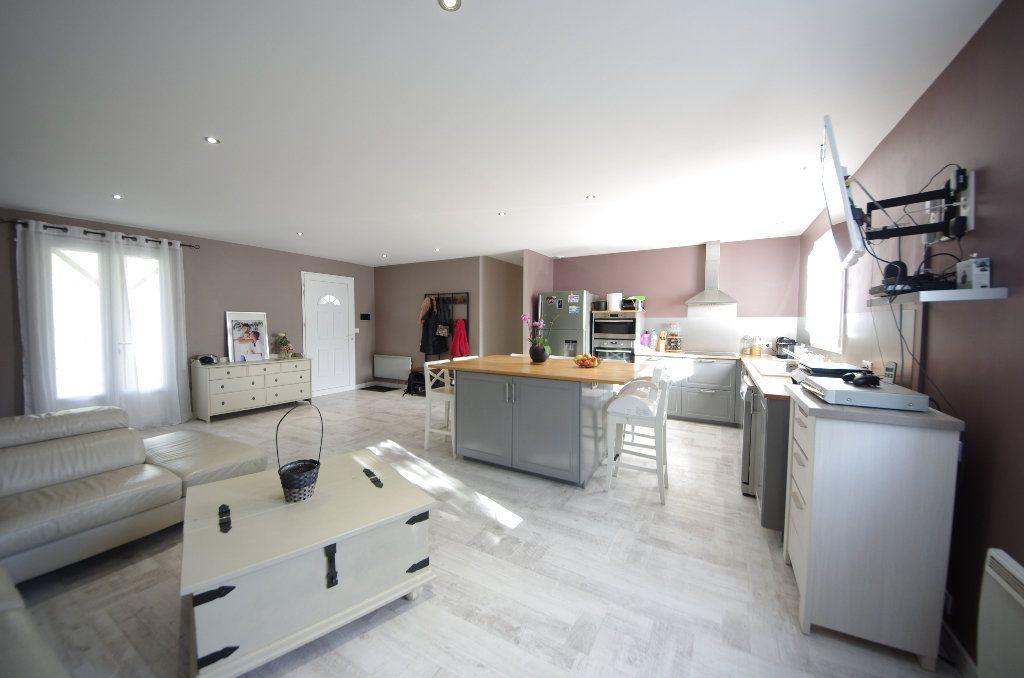 Maison à vendre 5 105m2 à Louzac-Saint-André vignette-3