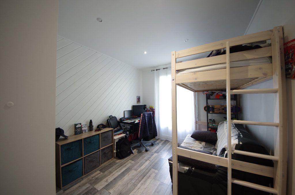Maison à vendre 5 105m2 à Louzac-Saint-André vignette-5