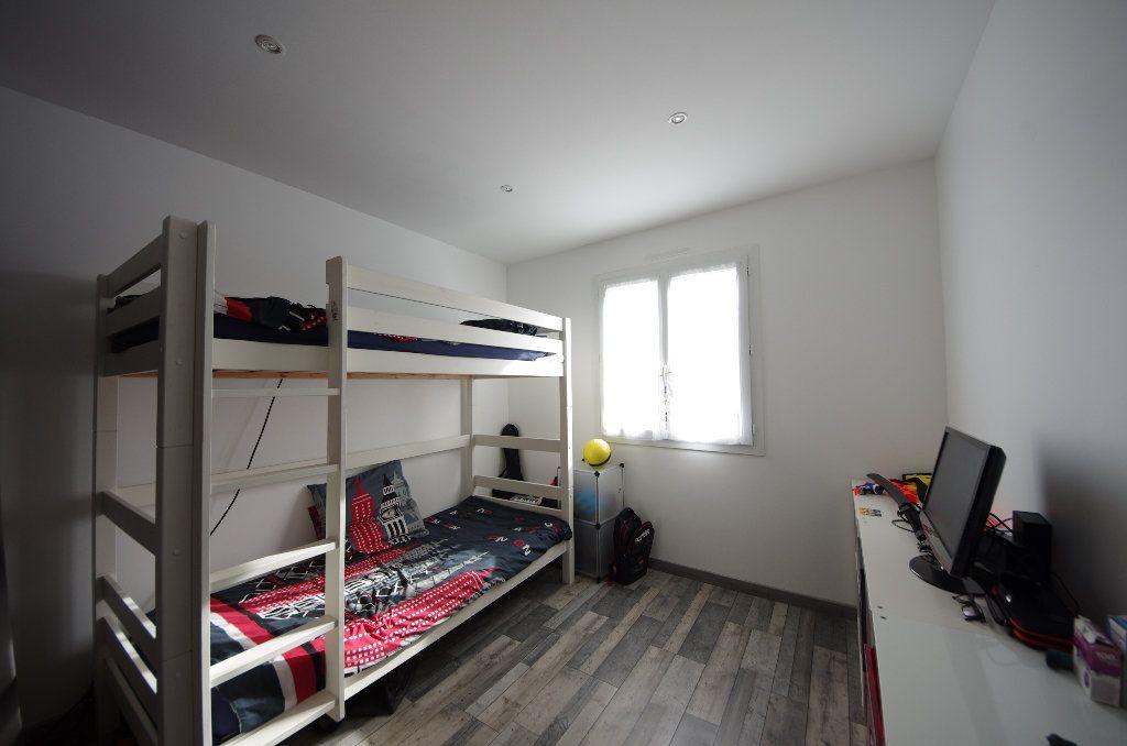 Maison à vendre 5 105m2 à Louzac-Saint-André vignette-6