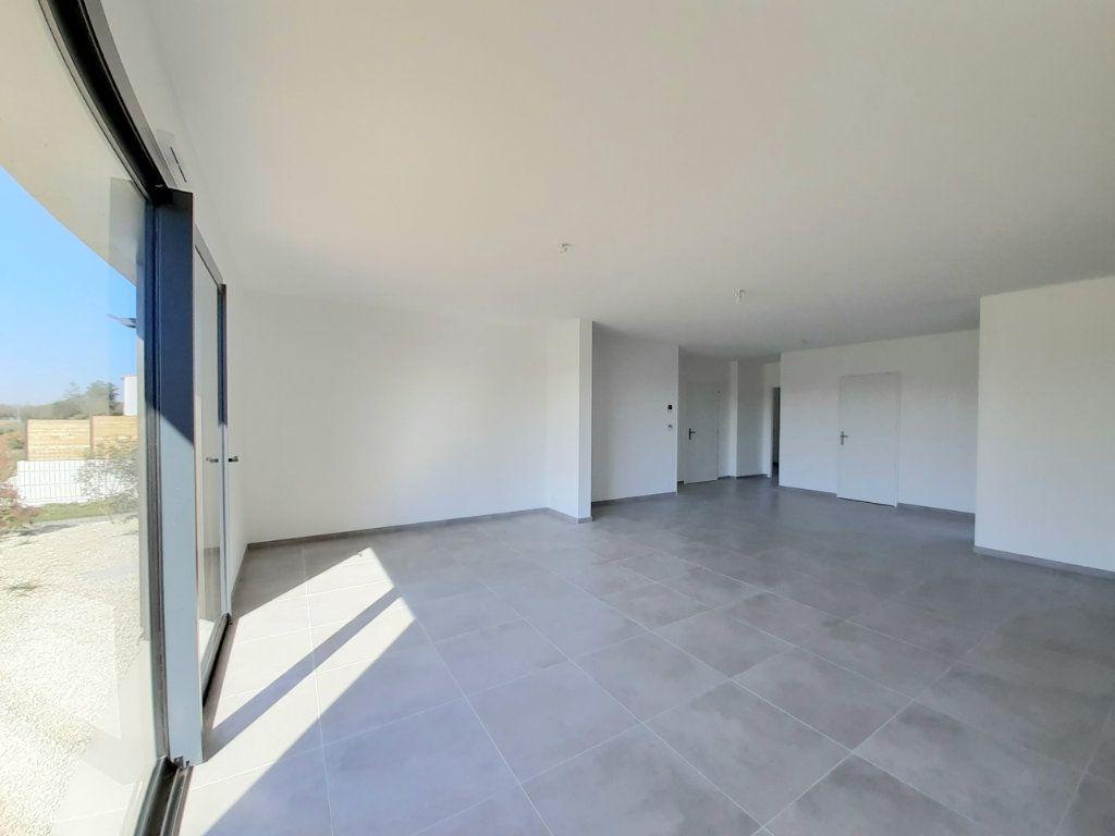 Maison à vendre 4 110m2 à Saint-Georges-des-Coteaux vignette-1