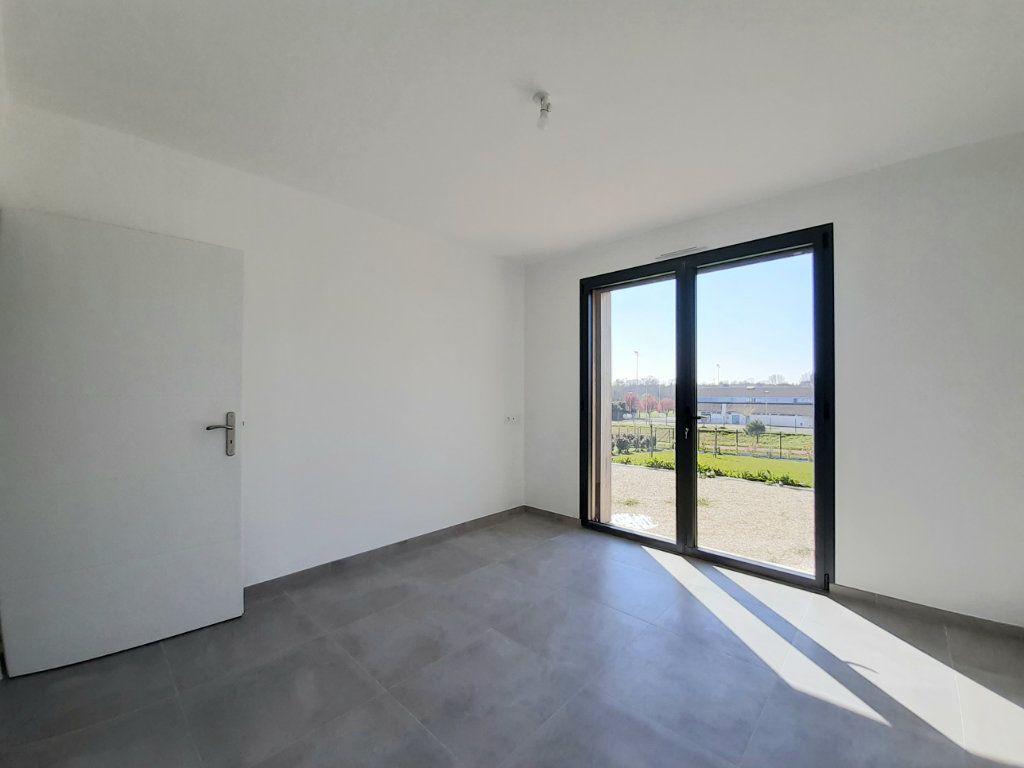 Maison à vendre 4 110m2 à Saint-Georges-des-Coteaux vignette-2