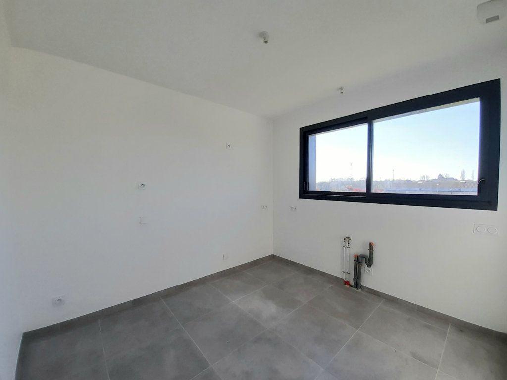 Maison à vendre 4 110m2 à Saint-Georges-des-Coteaux vignette-4