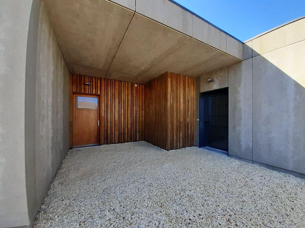 Maison à vendre 4 110m2 à Saint-Georges-des-Coteaux vignette-9