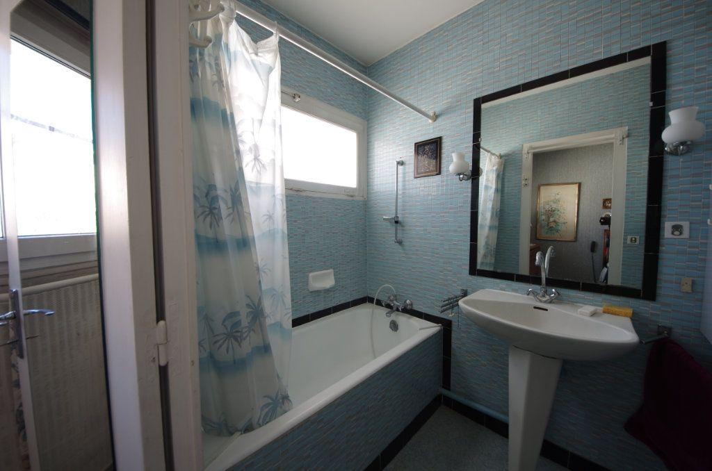 Maison à vendre 8 170m2 à Saintes vignette-8