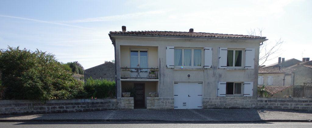 Maison à vendre 4 80m2 à Saint-Savinien vignette-1